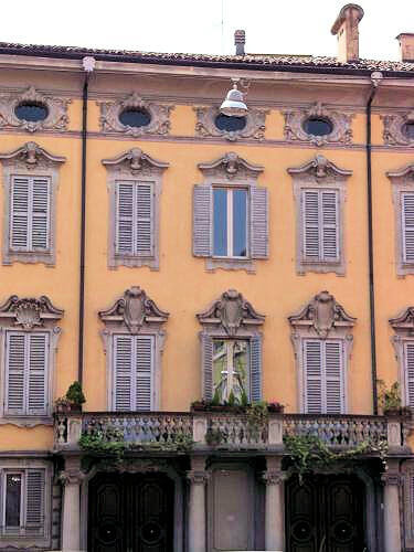 Modena_Budynek5