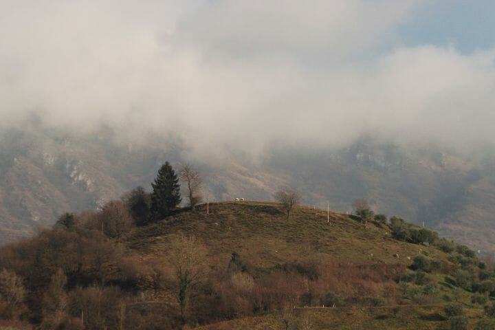 Góry wemgle nadSale Marasino
