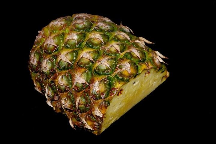 Jedz ananasy ichudnij.